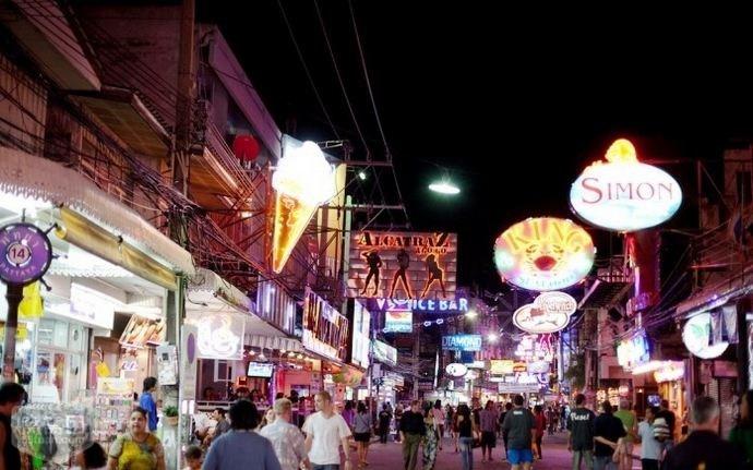 中国観光客 海外旅行ショッピング支出額は17%減
